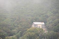 Традиционный дом на горном склоне в Гонконге стоковые фото