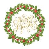 Традиционный завод падуба венка рождества с красной ягодой и зелеными листьями Украшать для соотечественника праздничного на бели стоковая фотография