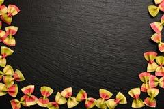 Традиционный итальянский продукт муки, покрашенные макаронные изделия в форме стоковая фотография