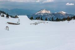 Традиционный коттедж на planina Velika в зиме Стоковая Фотография RF