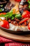 Традиционный турецкий, арабская кухня Али Nazik Kebab Прерванная овечка с баклажаном, йогуртом и чесноком Еда Ottoman стоковые изображения rf