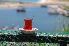 Традиционный турецкий завтрак и турецкий чай стоковая фотография rf