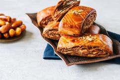 Традиционный турецкий крен печенья с шоколадом и чокнутой завалкой стоковая фотография