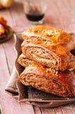 Традиционный турецкий крен печенья с шоколадом и чокнутой завалкой стоковые фото