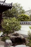 Традиционный японский сад в комплексе Byodoin стоковые изображения