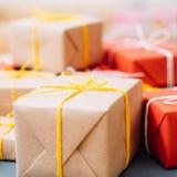 Традиция праздника ремесла подарка ходя по магазинам присутствующая стоковое фото