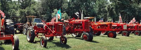 Тракторы одетые в красном цвете Стоковая Фотография RF