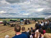 Трактор вытягивая тяжеловес Стоковая Фотография RF