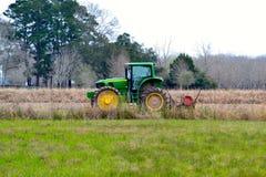 Трактор в поле Стоковые Изображения RF