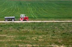 Трактор в поле Стоковое Изображение