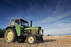 трактор зерна поля Стоковая Фотография