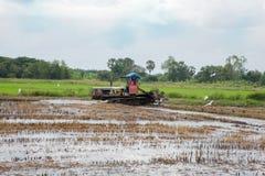 Трактор и плужок Стоковая Фотография RF