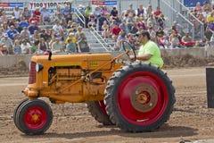 Трактор Миннеаполис померанцовый & красный Стоковые Изображения RF