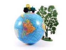 трактор планеты глобуса земли земледелия стоковые фото