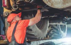 Трактор под обслуживанием стоковое фото rf