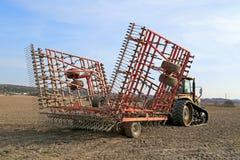 Трактор претендента гусеницы и рыхлитель Seedbed Potila Стоковое Фото