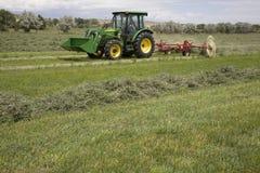 трактор сгребалки сена Стоковое Изображение