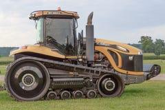 Трактор следа претендента MT865C CAT взгляда со стороны Стоковое Изображение RF