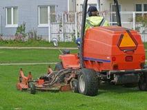трактор травы вырезывания Стоковое фото RF