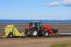 Трактор уборщика пляжа Стоковая Фотография RF