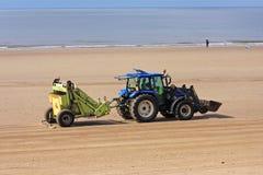 Трактор уборщика пляжа Стоковое фото RF