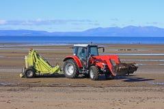 Трактор уборщика пляжа Стоковое Фото