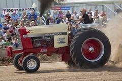 Трактор 1066 и дым International Стоковые Изображения RF