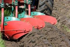 трактор plough Стоковые Фото