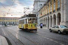 Трамваи Лиссабона старые нет 28 25 стоковое изображение