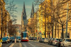 Трамвай в сценарной улице Праге стоковые изображения rf