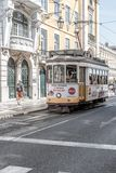 Трамвай в центре Лиссабона, Португалии Стоковая Фотография