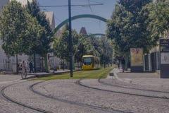 Трамвай и велосипедист на Мюлузе стоковое изображение rf