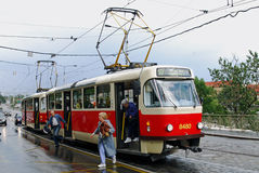 Трамвай на влажный день, Прага, чехия Стоковая Фотография RF
