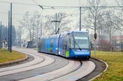 Трамвай на туманном утре зимы Стоковые Изображения