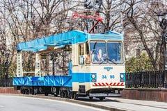 Трамвай перевозки на улице городка Стоковое фото RF