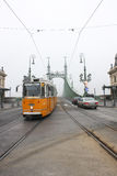 Трамвай пропуская через Будапешт Стоковые Фотографии RF