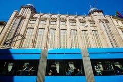 Трамвай проходя торговым центром Nama стоковые фото