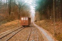 Трамвай фуникулера идя вверх и вниз Стоковые Фотографии RF