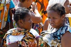 Транспортное судно малагасийской женщины ждать, любопытное, Мадагаскар Стоковые Фото