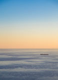 Транспортное судно на заходе солнца Стоковые Фотографии RF