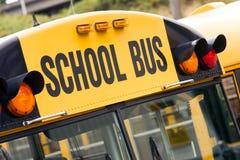 Транспорт начального образования несущей ребенка школьного автобуса Стоковая Фотография RF