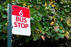 Транспорт общественного транспорта трассы 6 автобусной остановки Стоковое Изображение