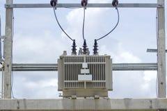 Трансформатор расположен на поляке cementitone стоковое изображение