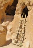 трап жилища скалы к деревянному Стоковая Фотография