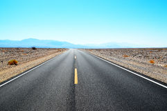 Трасса в Death Valley Калифорнии Стоковые Изображения