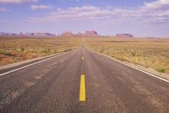 Трасса 163 как раз к северу от долины памятника в Юте Стоковое фото RF