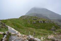 Трасса следа PYG пешая до туманного саммита горы Snowdon - 1 стоковое фото rf