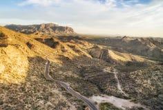 Трасса соединения апаша сценарная на заходе солнца освещает, Аризона Стоковые Фото