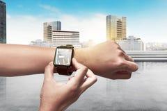Трасса установки руки для GPS на умном вахте Стоковые Изображения