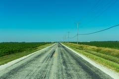Трасса 66 через обрабатываемую землю Иллинойса Стоковые Фотографии RF